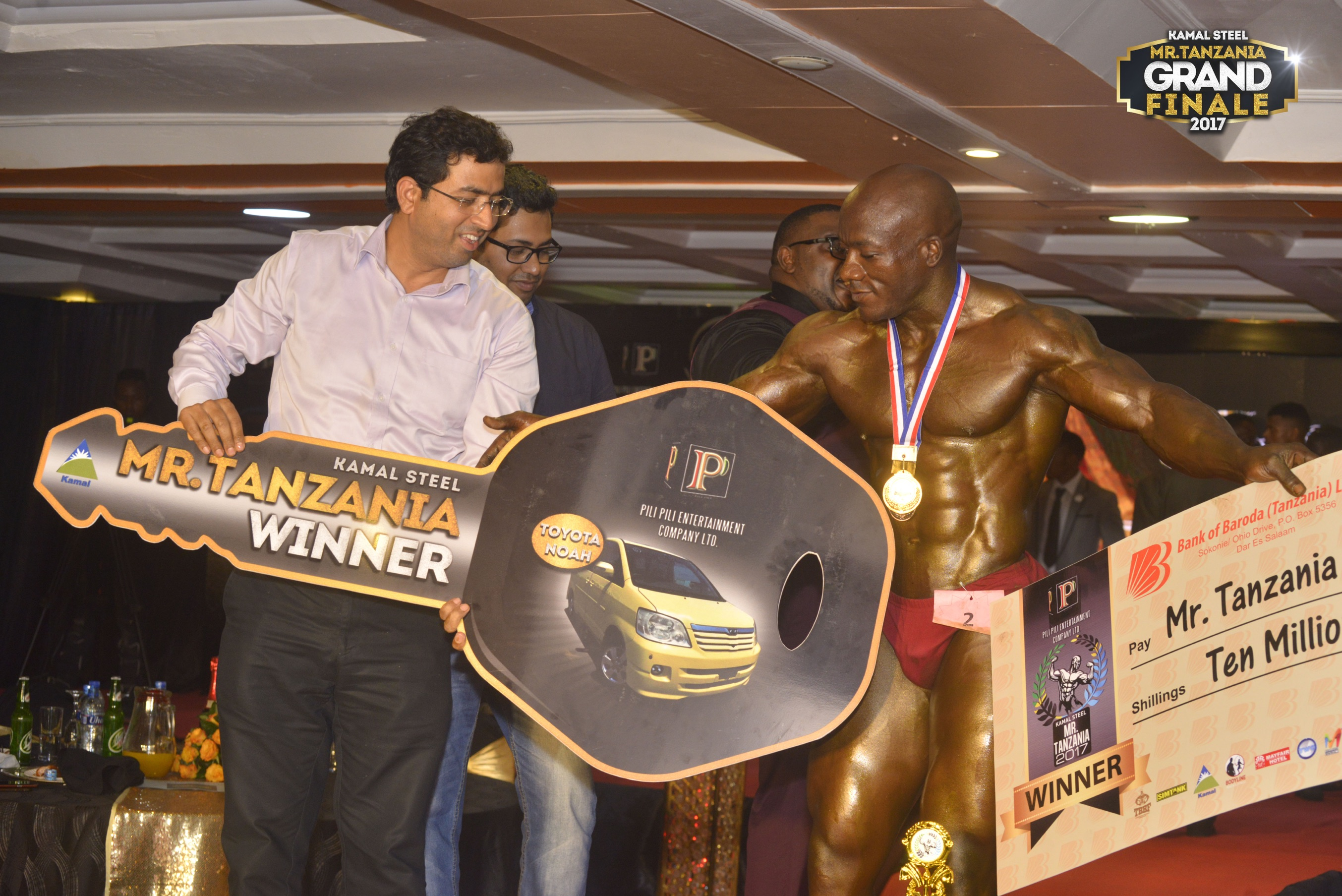 Kamal Steel-with-winner-erick-majura